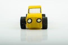 老黄色木玩具汽车 图库摄影