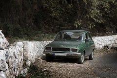 老绿色汽车 库存照片