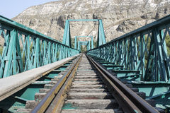 老绿色火车桥梁 免版税库存图片