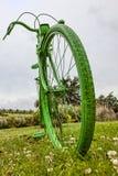 老绿色自行车 免版税库存图片