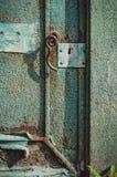 老绿色门 免版税库存照片