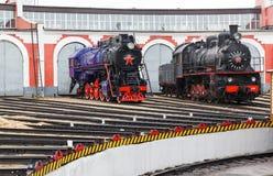 老黑蒸汽机车在俄罗斯 免版税库存照片