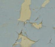 老破裂的墙壁的背景纹理有削皮油漆的 免版税库存照片