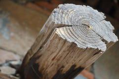 老破裂的木头 免版税库存图片