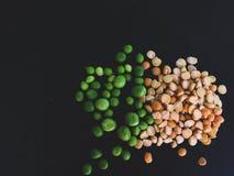老黄豌豆用新鲜的绿豆 库存照片