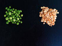 老黄豌豆用新鲜的绿豆 库存图片