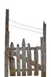 老年迈的被风化的农村被破坏的灰色木门,被隔绝的灰色木庭院篱芭入口门户大详细的垂直的特写镜头 免版税库存照片