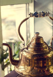 老黄铜俄国式茶炊 图库摄影