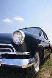 老20世纪50年代黑色汽车 免版税库存图片