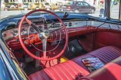 老amcar, 1955年Buick里维埃拉56r超级2个门敞篷车,破折号 库存图片