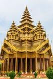 老Bagan的Bagan金黄宫殿 图库摄影