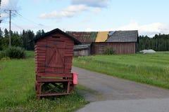 老barnhouse和牛奶平台 免版税库存照片