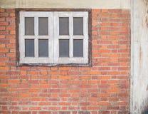 老brickwall和窗口 免版税库存图片