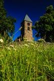 老churchtower - 13世纪教会 免版税库存图片