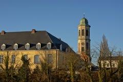 老drongen修道院和钟楼 库存图片