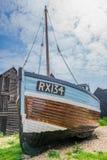 老fishermans小船和在沿海岸区在海斯廷斯老镇 库存照片