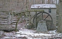 老Gristmill和溢洪道 免版税库存图片