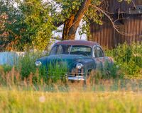 老Kaiser汽车 免版税图库摄影