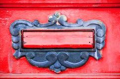 老letterbox或邮箱用提供信件或邮件门门传统方式到房子地址关闭  图库摄影