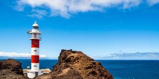 老Ligthouse在蓬塔Teno,特内里费岛,加那利群岛,西班牙 免版税库存照片