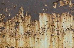 老metall生锈的纹理 剥被绘的表面 与损坏的油漆的难看的东西背景 抽象横幅 复制空间 库存照片