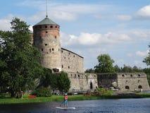 老Olavinlinna城堡在萨翁林纳, Finlandia 免版税库存图片
