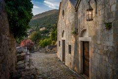 老Stari酒吧堡垒中世纪大厦街道 免版税库存照片