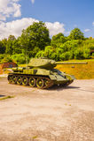 老T-34/85是从二战的苏联中型油箱 免版税库存图片