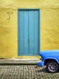 老Trinidat facada古巴人汽车 免版税图库摄影