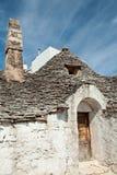 老Trullo房子在阿尔贝罗贝洛,普利亚,意大利 库存照片