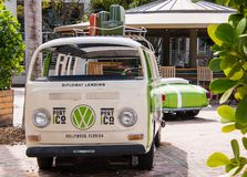 老VW公车运送 免版税库存图片