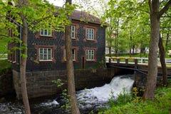 老watermill和一座小桥梁 库存照片