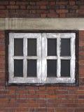 老Windows和红砖 库存图片