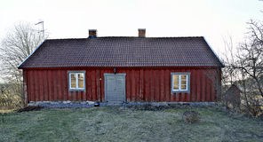 老wodden countriside的房子在斯德哥尔摩北部 免版税库存图片