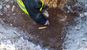 考古学家显示器挖掘区域 免版税图库摄影