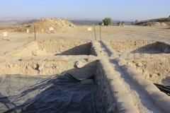 考古学运作在Judeia小山的Tel Azeka 免版税库存照片