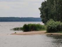 考纳斯人为海Nemunas河测流堰 库存图片
