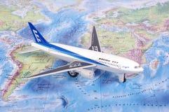 考纳斯,立陶宛- 2017年11月05日:在w的波音777模型 免版税库存图片