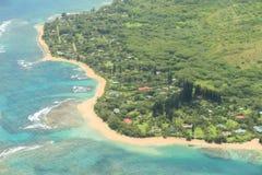 考艾岛海岛的海岸线从鸟` s眼睛视图的 免版税库存图片
