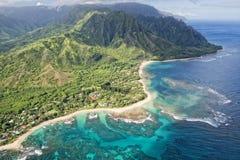 考艾岛napali海岸鸟瞰图 免版税库存照片