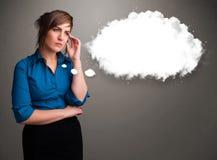 考虑云彩演讲或与c的想法泡影的俏丽的夫人 免版税库存图片