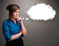 考虑云彩演讲或与c的想法泡影的俏丽的夫人 库存图片