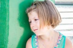 考虑她的未来的女孩 免版税库存图片