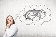 考虑房地产的女实业家 免版税图库摄影