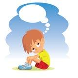 考虑某事的哀伤的男孩 免版税库存照片