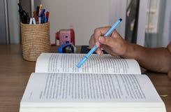 考试的坚硬读书文章 免版税库存照片