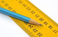 统治者和铅笔特写镜头 免版税库存图片