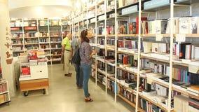 读者在图书馆里 影视素材