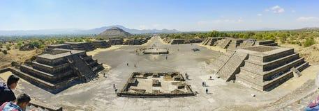死者的太阳和大道的金字塔 免版税库存照片