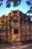 耆那教和希瓦寺庙的废墟在马球森林里在古杰雷特,印度 库存照片